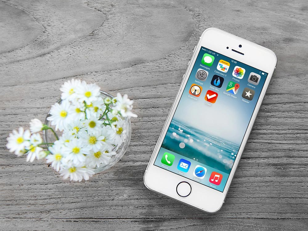 iPhone and Flowers free PSD