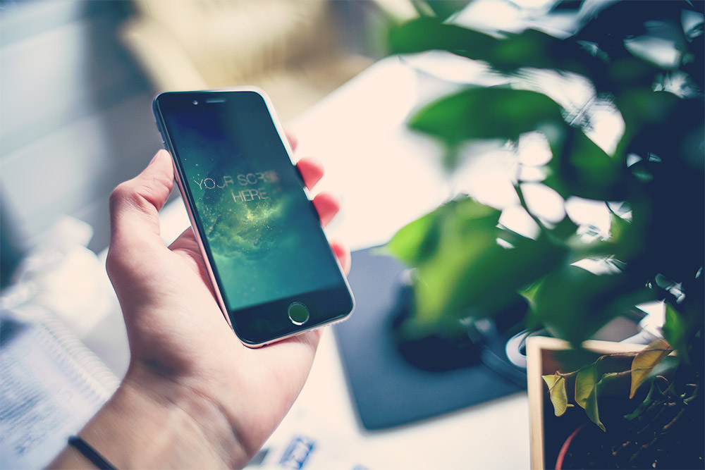 Collection of iPhone 6 photorealistic free PSD Mockups